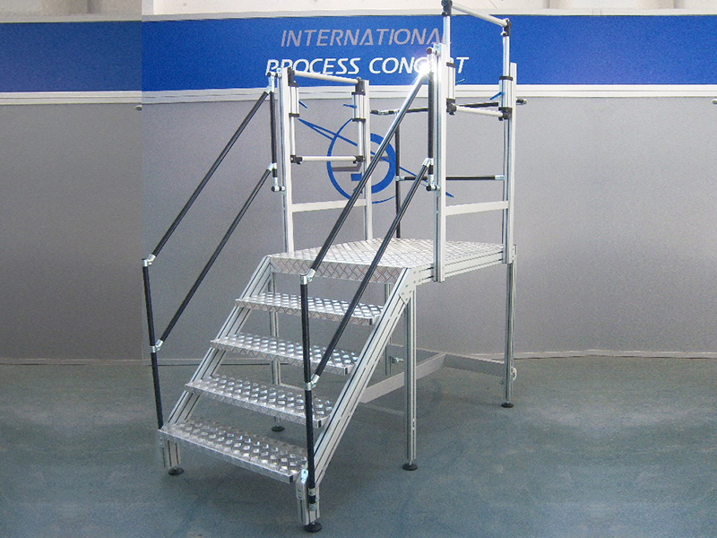 ACCESS MEANS AND PLATFORMS<br />Footboard