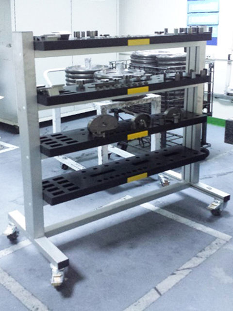 TROLLEYS AND HANDLING MATERIALS<br />Tool carrier trolley
